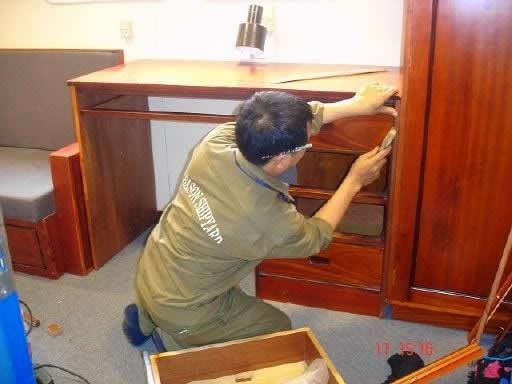 Thợ tháo lắp đồ gỗ